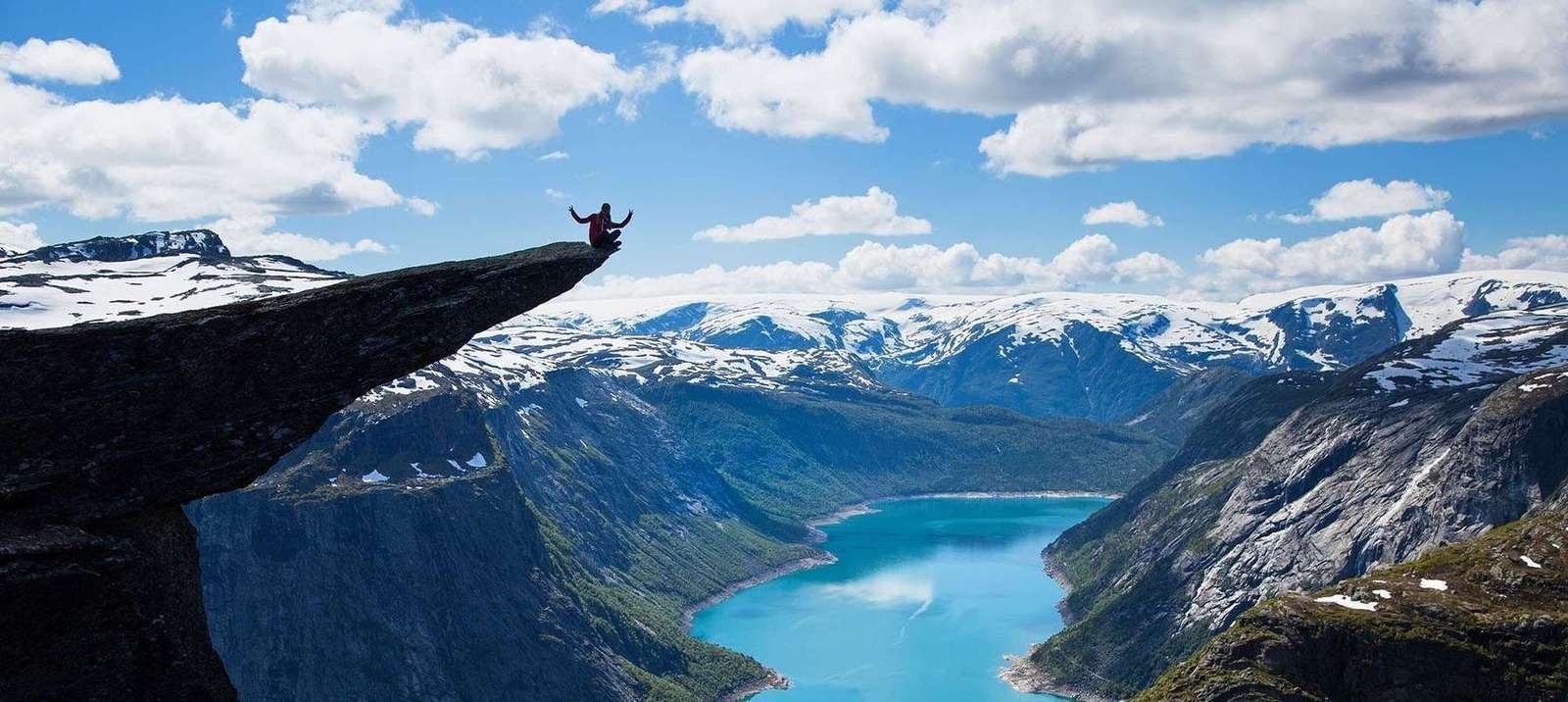 Hiking Trolltunga, cliff above the fiord in Norway :: Tips and guide